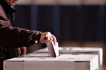 Vote in the General Election on 12 December Icon